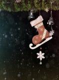 Giocattolo e palla dei pattini dell'albero di Natale decorati Celebrazione di festa di Natale Immagini Stock