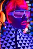 Giocattolo elettronico della discoteca di incandescenza del robot cyber femminile sexy al neon uv della bambola immagini stock libere da diritti