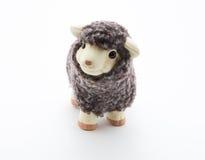 Giocattolo sveglio delle pecore con fondo bianco Fotografia Stock