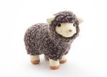 Giocattolo sveglio delle pecore con fondo bianco Fotografia Stock Libera da Diritti