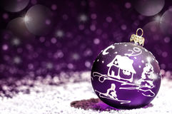 Giocattolo viola luminoso decorativo di Natale con un modello Immagine Stock Libera da Diritti