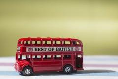Giochi che rappresenta l'autobus a due piani classico di rosso di Londra Fotografia Stock
