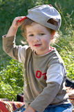 Giochi da bambini belli ad un'erba Fotografia Stock