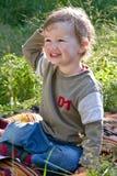 Giochi da bambini belli ad un'erba Fotografie Stock