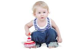Giochi del ragazzino con pegtop immagini stock libere da diritti
