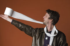 Giochi dell'uomo con la carta igienica Fotografia Stock