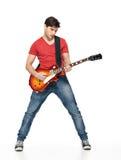 Giochi dell'uomo del chitarrista sulla chitarra elettrica Fotografie Stock Libere da Diritti