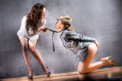Giochi della giovane donna Fotografia Stock