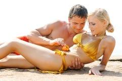 Giochi di amore sulla spiaggia Fotografia Stock