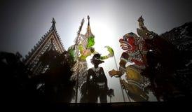 Giochi di burattino dell'ombra (Wayang Kulit) Fotografia Stock