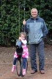 Giochi di prima generazione con il suo nipote Fotografie Stock