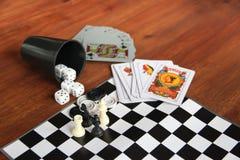 Giochi di tavola di varietà su fondo di legno Fotografia Stock