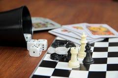 Giochi di tavola di varietà su fondo di legno Fotografie Stock Libere da Diritti
