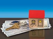 Giochi la casa sulle fatture di dollaro americano con la chiave della porta Fotografie Stock Libere da Diritti