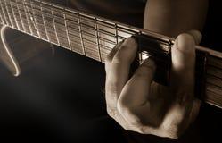 Gioco chitarra acustica, chitarrista o del musicista Fotografia Stock