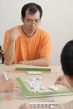 Gioco cinese Mahjong dell'uomo Fotografia Stock Libera da Diritti