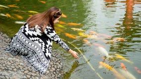 Gioco con un pesce Immagini Stock