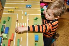 Gioco da bambini nell'asilo Fotografia Stock