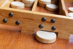 Gioco da tavolo di legno olandese tipico - Sjoelen Fotografia Stock Libera da Diritti