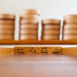 Gioco da tavolo di legno olandese tipico - Sjoelen Immagine Stock Libera da Diritti