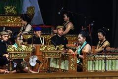 Gioco degli strumenti musicali gamelan di Giava di abilità Fotografia Stock