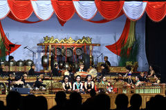 Gioco degli strumenti musicali gamelan di Giava di abilità Fotografie Stock