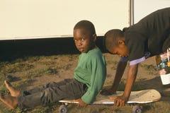 Gioco dei bambini del African-American immagine stock