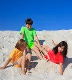 gioco dei bambini della spiaggia Fotografia Stock Libera da Diritti