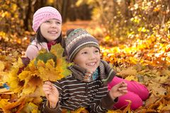 gioco dei bambini di autunno Fotografie Stock