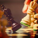 Gioco dei pezzi degli scacchi di legno Immagine Stock Libera da Diritti