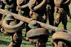 Gioco dei soldati sulla terra di addestramento militare (campo di battaglia) azione funzionamento Immagine Stock