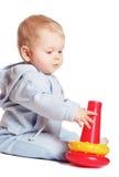 Gioco del bambino con il giocattolo rosso Fotografia Stock Libera da Diritti