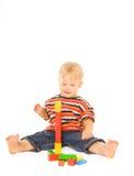 Gioco del bambino in giovane età fotografie stock libere da diritti