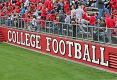 Gioco del calcio dell'istituto universitario Immagini Stock