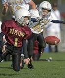 Gioco del calcio della gioventù, sfera allentata Fotografie Stock Libere da Diritti
