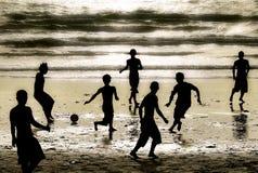 Gioco del calcio della spiaggia Fotografia Stock