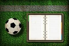 Gioco del calcio e taccuino in bianco Immagine Stock Libera da Diritti