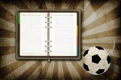 Gioco del calcio e taccuino in bianco Fotografie Stock