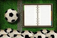 Gioco del calcio e taccuino in bianco Fotografie Stock Libere da Diritti