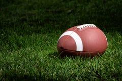 Gioco del calcio nel riflettore Fotografie Stock Libere da Diritti