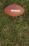 Gioco del calcio su erba con stanza per la copia Fotografie Stock