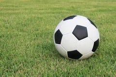 Gioco del calcio sul campo Fotografie Stock