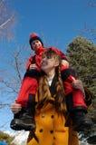 Gioco del figlio e della madre felice Fotografie Stock