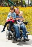 Gioco del papà con il figlio e la figlia Fotografie Stock Libere da Diritti