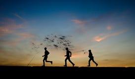 Gioco del ragazzo di APalestinian per il tramonto a Gaza Fotografia Stock
