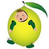 Gioco del ragazzo nel vestito del limone Immagini Stock