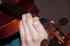 Gioco del violino Fotografie Stock Libere da Diritti