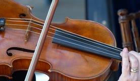 Gioco del violino della corda Fotografie Stock
