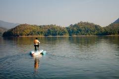 Gioco dell'acqua nel fiume Fotografia Stock