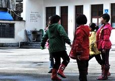 Gioco dell'allievo della scuola elementare Fotografia Stock